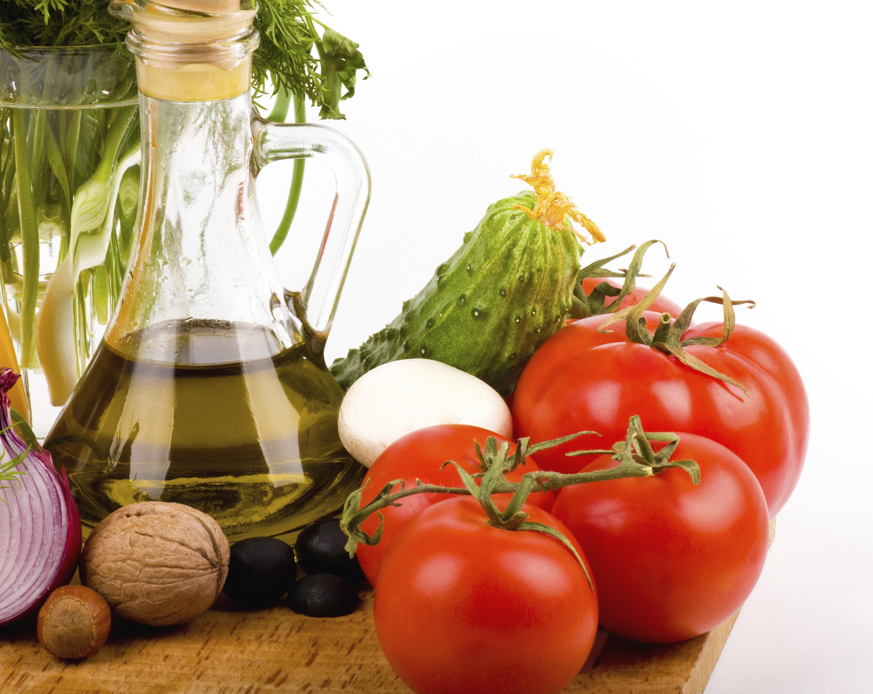 mediterranean-diet-oil-nuts-mixed