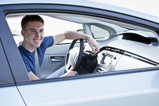 Driving for teens with ADHD: What parents need to know featured image