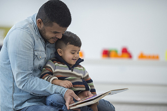 Which is better for reading to your toddler: Print or ebooks? featured image